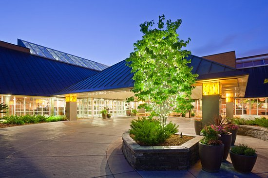 Plymouth, MN: Courtyard in Evening