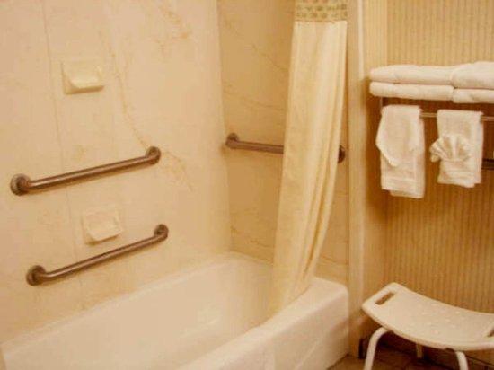 Scottsbluff, NE: Accessible Bathroom