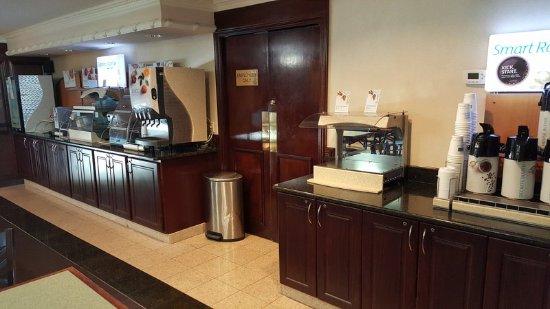 Waterford Mi Hotel Breakfast Bar