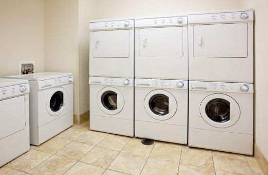 Oconomowoc, Wisconsin: Laundry Facility