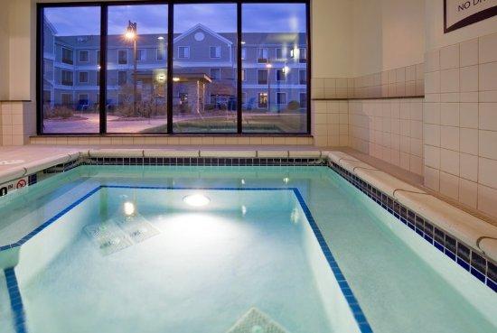 Oconomowoc, Wisconsin: Hot Tub