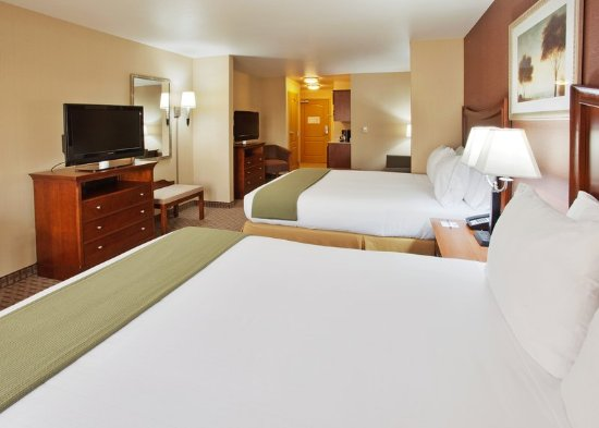Willows, Califórnia: Two queen suite with sleeper sofa and WIFI