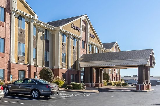 Comfort Suites St.Charles - St.Louis: Hotel exterior