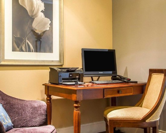 San Bruno, CA: Business center with free wireless Internet access