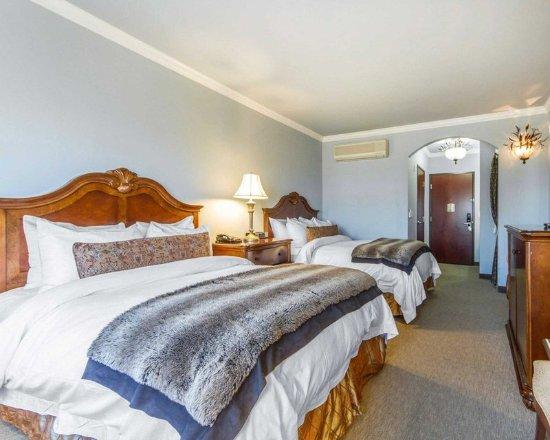 San Bruno, CA: Guest room with queen beds
