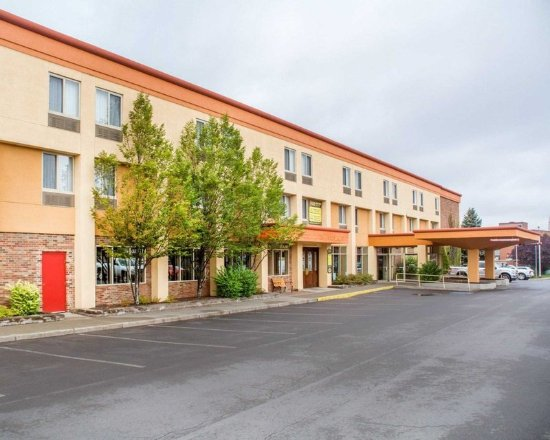 Quality Inn & Suites Riverfront: Hotel exterior