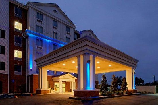 Long Beach, MS: Hotel Exterior