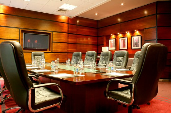 Crowne Plaza Hotel Dublin Airport: The elegant functional executive boardroom in Crowne Plaza Dublin