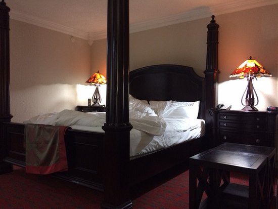 Ramada by Wyndham Metairie New Orleans Airport: awesome beds and room furniture
