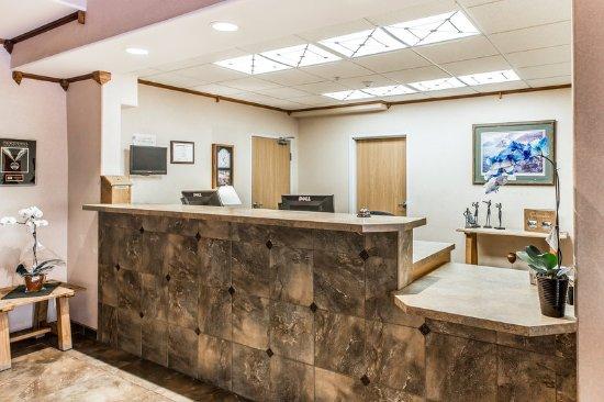 New Castle, CO : Lobby