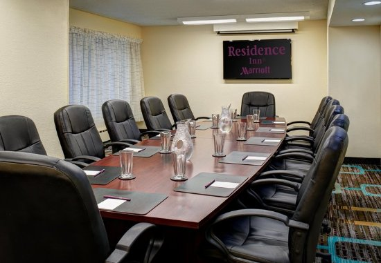 Residence Inn Chicago Downtown/Magnificent Mile : Executive Boardroom