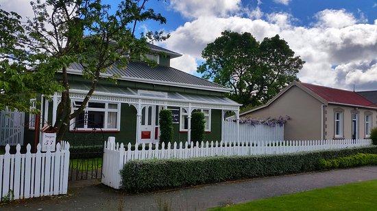 Designer Cottage: Hotel Entrance