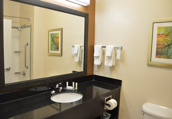 Channelview, TX: King Guest Bathroom
