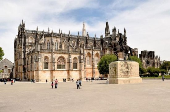 Private Tour visiting Batalha...