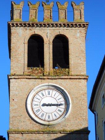 Torre dell'orologio - cella campanaria ed alti merli
