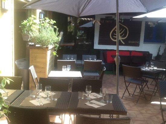 Landivisiau, Frankrike: Dejeuner en terrasse