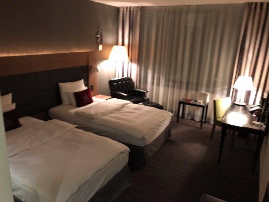 Mövenpick Hotel Stuttgart Airport: Ansicht Schlafbereich