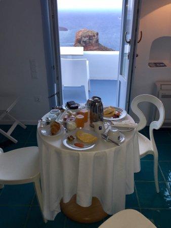 Astra Suites: Breakfast in RM 105