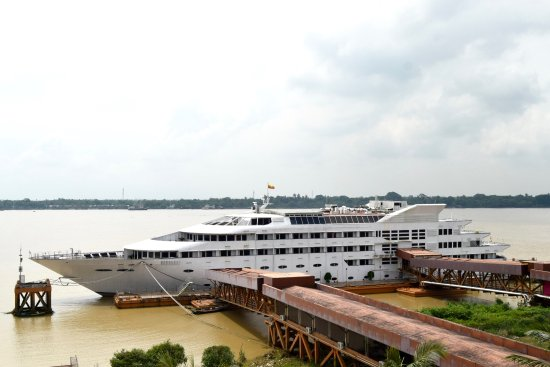 Yangoon river view from balcony vintage luxury yacht hotel for Hotel vintage luxury yacht