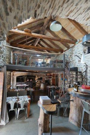 Saint-Julien-Chapteuil, France : Salle du restaurant