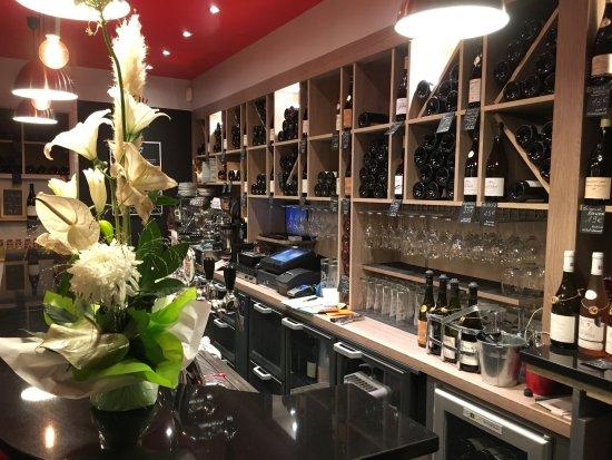 comptoir à vin ! le nouveau Bock ! - Photo de Le Bock Café, Annecy on