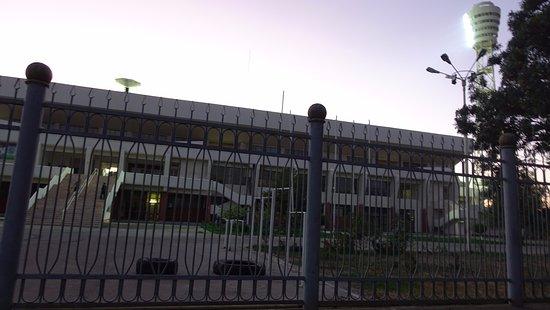 Bukhara, Uzbequistão: 경기장 앞