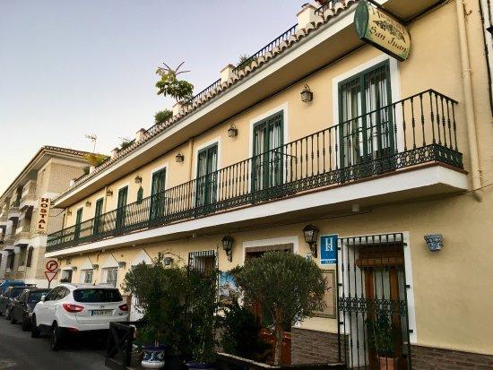 Hostal san juan updated 2018 inn reviews price for Hostal jardines granada