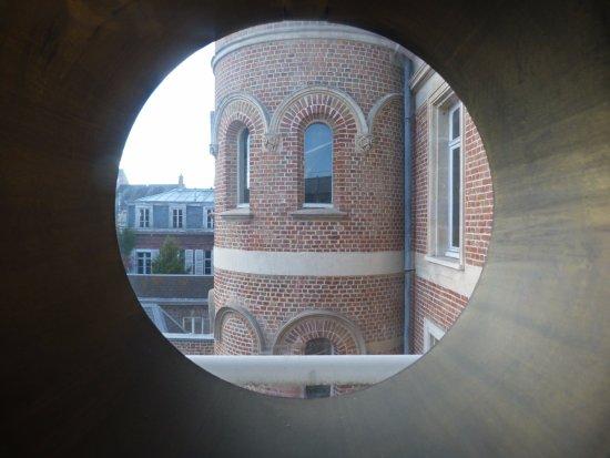 Vue ext rieur par une fen tre d 39 un des bureaux picture for Amiens location maison