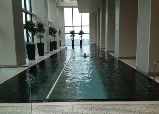 Shangri-La Hotel, Tokyo: City view pool