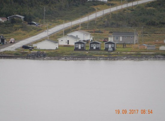Raleigh, Canadá: The view of the cabins from Burnt Cape Ecological Reserve