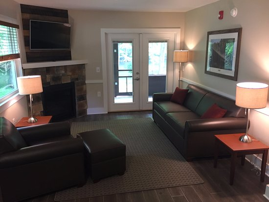 Loudonville, OH: Cabin Living Room