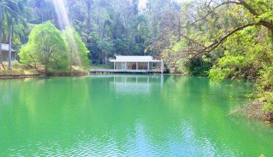 Inhotim : Um dos lagos do museu