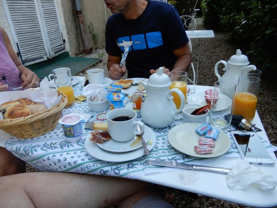 Continental Breakfast at Hotel Le Home