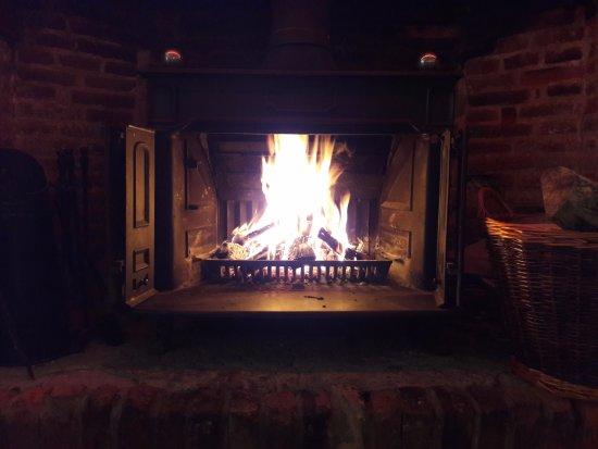 Bungay, UK: Log burner in the bar