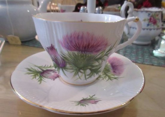 Almonte, Canadá: Lovely assortment of eclectic chinaware!