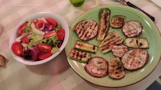Bettolle, Italien: Insalatina mista e Verdure grigliate 09/09/2017