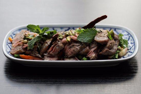 Vedbaek, Δανία: Grillet øksekød, spicy og fyldt med kød og urte smag