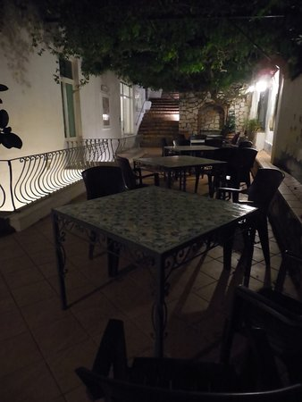 Hotel 4 Stagioni: Covered patio
