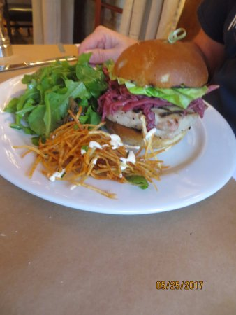 Walpole, NH: yummy burger