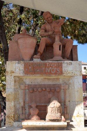 Avanos Oren Yeri : su la place de la ville