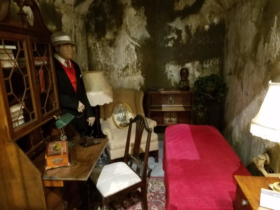 Al Capone S Lavish Jail Cell Picture Of Alcatraz East