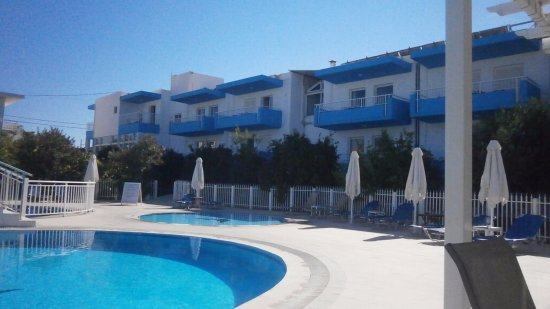 Kalloudis Hotel: View of hotel from pool bar area.