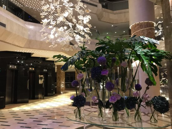 Four Seasons Hotel: зона ресепшена