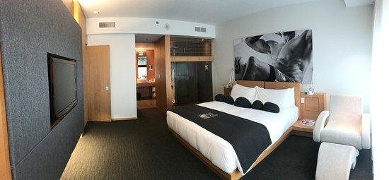 Hotel Le Germain Maple Leaf Square: Signature Suite Bedroom