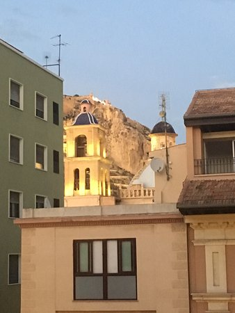 Hotel Rambla : View of castle from our room