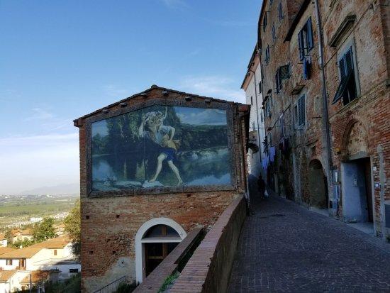Peccioli, Italia: Entrance to Peccioi