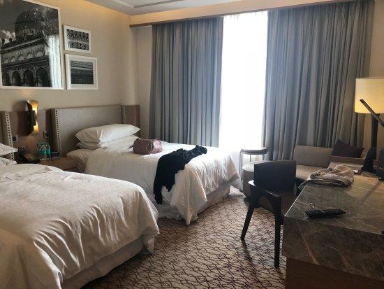 Maravillosa estancia en Hyderabad, en el Hotel Sheraton. Habitación maravillosa, cama súper cómo