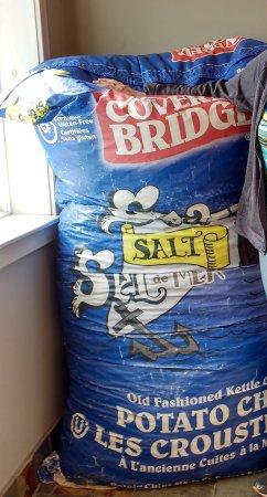 Hartland, كندا: Giant Bag of Potato Chips