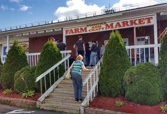 Woodstock Farm & Craft Market: Outside of Market