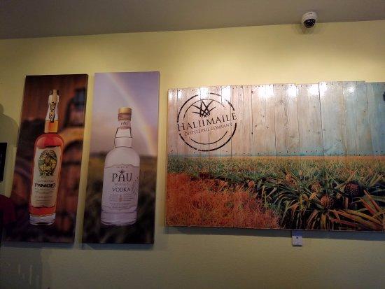 Haliimaile Distilling Company: Inside tasting room
